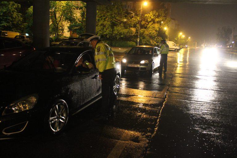 Razie a poliției sâmbătă noaptea. Primul șofer oprit era băut iar altul a plâns :)