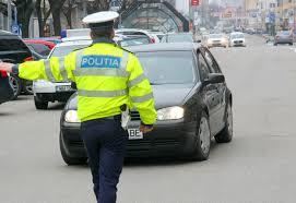 Iubiţi prinşi de poliţie: el a dat maşina fetei să o încerce, ea nu avea permis