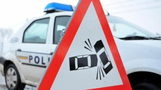 FOTO Cursă terminată cu accident pentru doi şoferi începători, spre Breazu