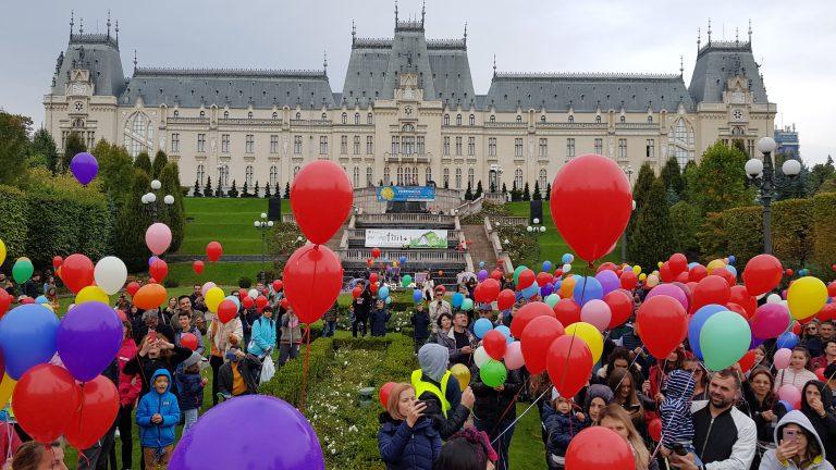 WorldStreet a lansat 1.000 de baloane pentru a atrage atenția asupra accidentelor rutiere